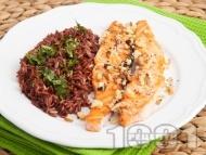 Сьомга с орехи и гарнитура от червен ориз